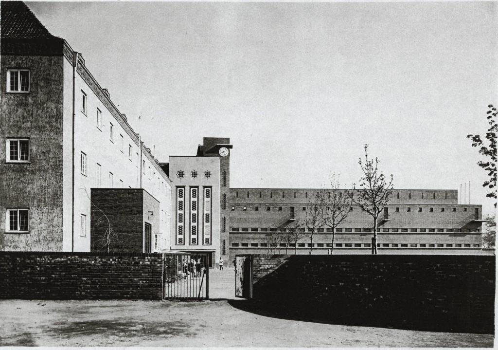 1928 Mittelschule Eingang